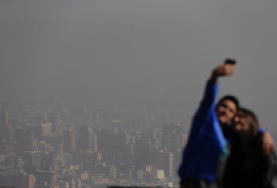 tourists-photo-smog